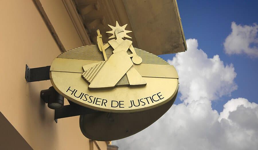 Huissiers de justice et commissaires-priseurs : les nouvelles obligations